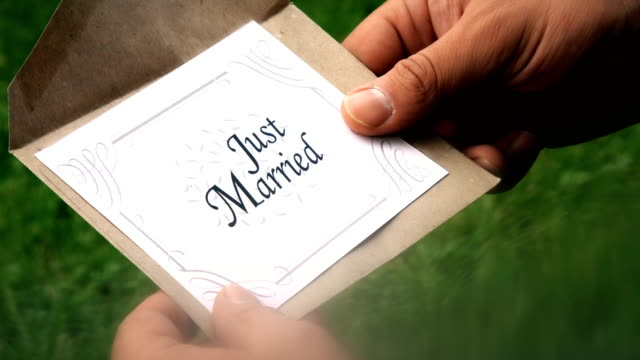 vídeos y material grabado en eventos de stock de carta de just married - enviar actividad