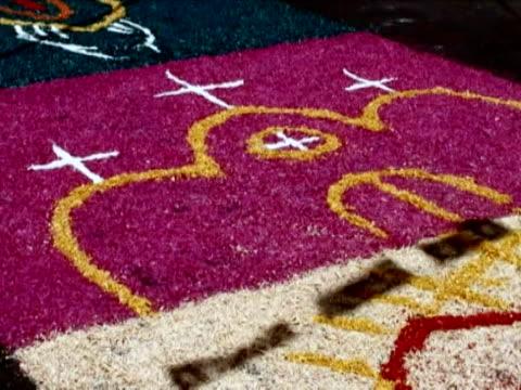 vídeos y material grabado en eventos de stock de just outside mexico city in san bernab ocotepec celebrations of one of the most important christian holidays in latin america are deeply linked to... - semana santa