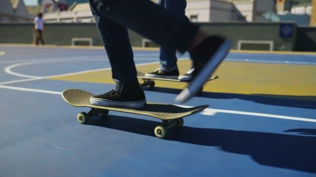 vídeos de stock, filmes e b-roll de apenas skate para fora - proeza acrobática