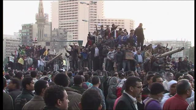vídeos de stock, filmes e b-roll de just who is behind the protests in cairo lisa holland reports who is behind the mass protests in egypt on january 30 2011 in cairo egypt - arab spring