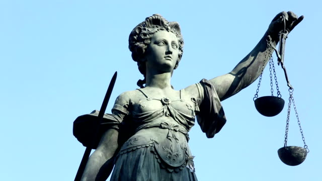 justice-statue in frankfurt - carving craft product stock-videos und b-roll-filmmaterial