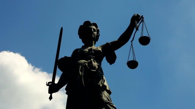 justice-statue-zeitraffer - justizwesen stock-videos und b-roll-filmmaterial