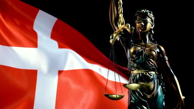 vídeos y material grabado en eventos de stock de estatua de la justicia con bandera danesa - danish flag