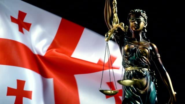 グルジアの旗を持つ正義の像 - ジョージア調点の映像素材/bロール