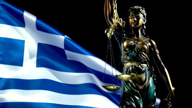 ギリシャ国旗を持つ正義の像 - ギリシャ国旗点の映像素材/bロール