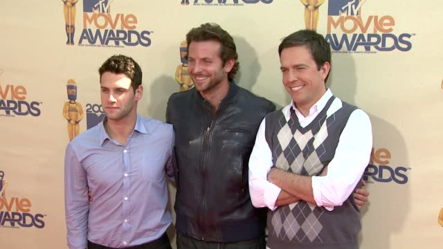 justin bartha bradley cooper ed helms at the 18th annual mtv movie awards at universal city ca - universal city video stock e b–roll
