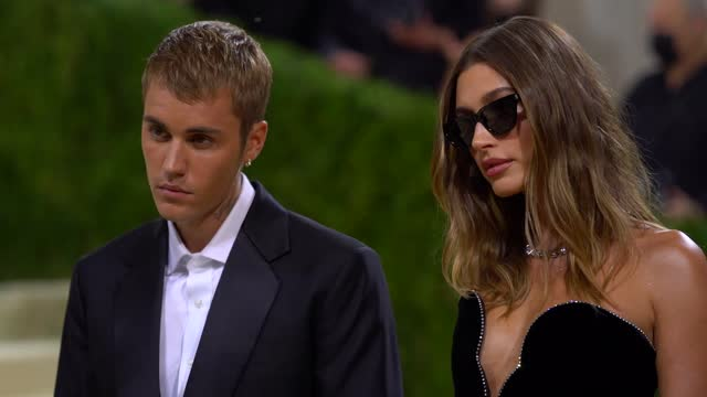 justin bieber and hailey bieber arrive at the 2021 met gala celebrating in america: a lexicon of fashion at metropolitan museum of art on september... - ジャスティン・ビーバー点の映像素材/bロール