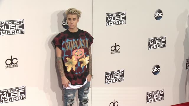 justin bieber at 2015 american music awards arrivals in los angeles ca - justin bieber stock videos & royalty-free footage