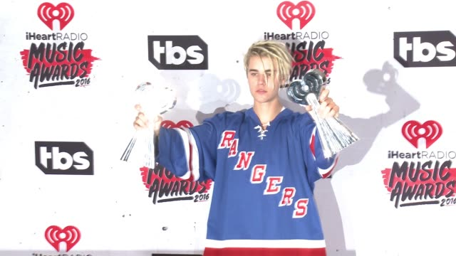 justin bieber at 2016 iheartradio music awards at the forum on april 03 2016 in inglewood california - justin bieber stock videos & royalty-free footage