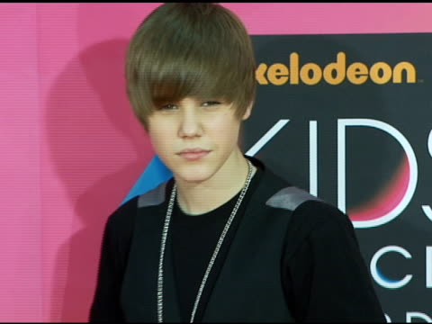justin bieber at the nickelodeon's 23rd annual kids' choice awards arrivals part 2 at los angeles ca - justin bieber stock videos & royalty-free footage
