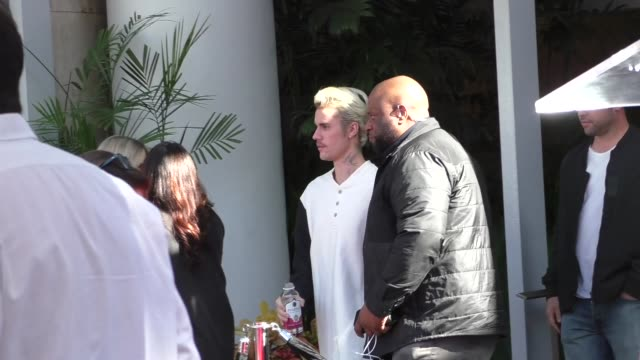 justin bieber attends sir lucian grainge's star ceremony on the hollywood walk of fame in hollywood in celebrity sightings in los angeles, - ジャスティン・ビーバー点の映像素材/bロール