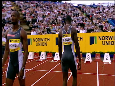 stockvideo's en b-roll-footage met justin gatlin paces up and down lane before race men's 100m heats 2004 crystal palace athletics grand prix london - sportkampioenschap