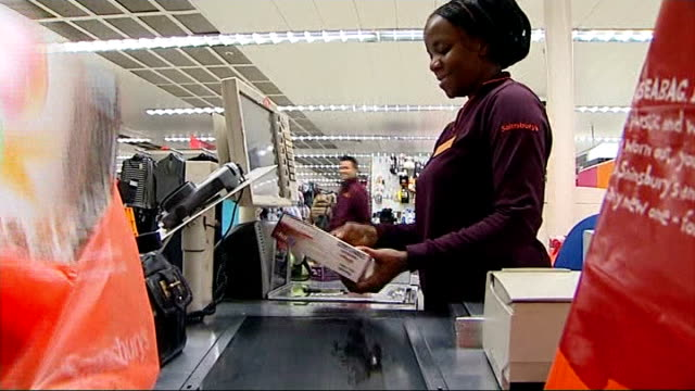 Justin King leaves Sainsbury's ENGLAND London Chelsea INT Various of Sainsbury's checkout staff at tills