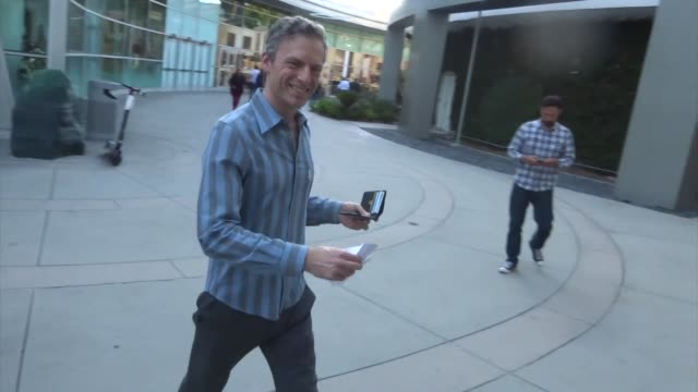 vídeos de stock, filmes e b-roll de justin kirk outside the apocalypse now final cut premiere at arclight cinerama dome in hollywood in celebrity sightings in los angeles - cinerama dome hollywood