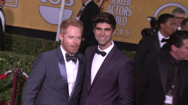 justin mikita jesse tyler ferguson at 20th annual screen actors guild awards arrivals at the shrine auditorium on in los angeles california - シュラインオーディトリアム点の映像素材/bロール