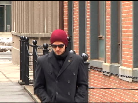 justin timberlake returns to his tribeca apartment at the celebrity sightings in new york at new york ny - justin timberlake stock-videos und b-roll-filmmaterial