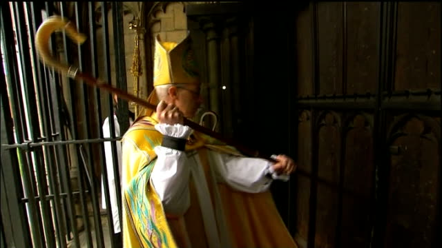 justin welby enthroned as archbishop of canterbury; england: canterbury: canterbury cathedral: ext most revd justin welby knocking three times on... - canterbury cathedral stock videos & royalty-free footage