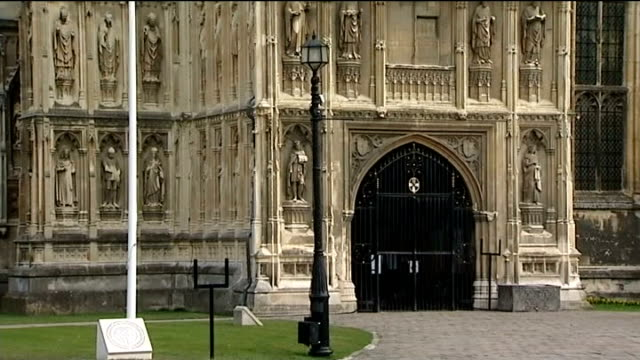 vidéos et rushes de justin welby enthroned as archbishop of canterbury; england: kent: canterbury: canterbury cathedral: ext general view of canterbury cathedral as... - cathédrale