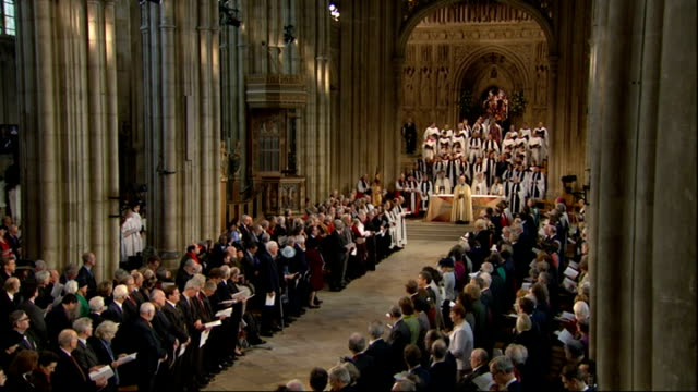 vídeos de stock e filmes b-roll de justin welby enthronement service as archbishop of canterbury england kent canterbury cathedral int clergy procession along aisle / prince charles... - clero