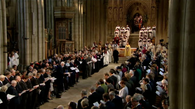 justin welby enthronement service as archbishop of canterbury ext gvs exterior of canterbury cathedral gv service as justin welby speaking sot /... - chorsänger stock-videos und b-roll-filmmaterial