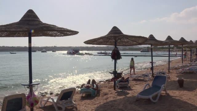 Justo cuando se estaba recuperando el sector turistico egipcio enfrenta una nueva crisis despues de que un avion ruso se estrellara el 31 de octubre...