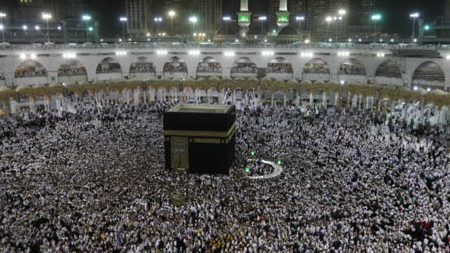 Kaaba Mecca Hajj Muslim people crowd praying
