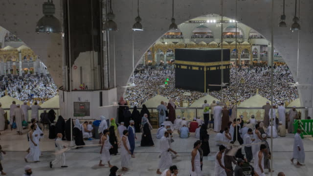 kaaba mecca hajj muslim people crowd praying - spirituality stock videos & royalty-free footage
