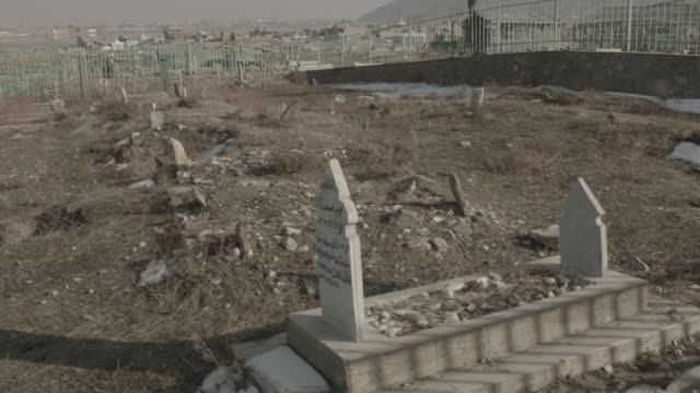 kabul graveyard - afghanistan stock-videos und b-roll-filmmaterial