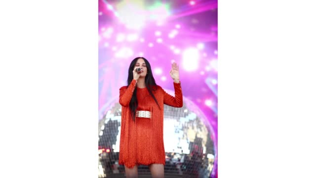 kacey musgraves performs on coachella stage during the 2019 coachella valley music and arts festival on april 12 2019 in indio california - 1日目点の映像素材/bロール