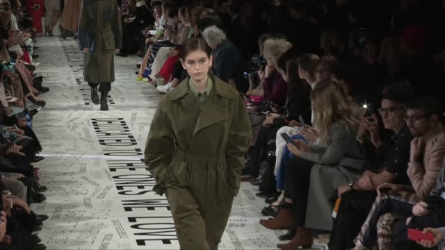 kaia gerber, natalia vodianova, anja rubik, models and designer stella mccartney on the runway for the stella mccartney ready to wear fall winter... - fashion show点の映像素材/bロール