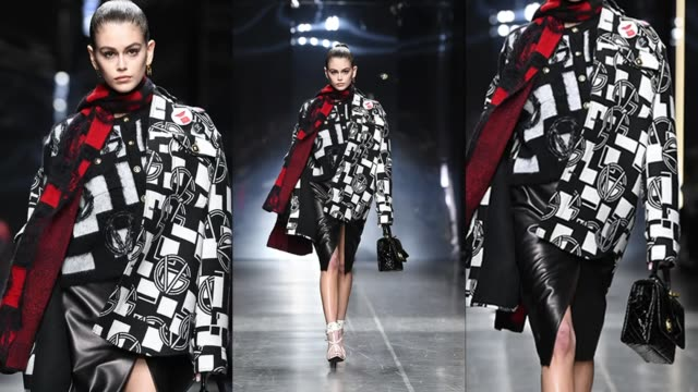 stockvideo's en b-roll-footage met gif kaia gerber walks the runway at the versace fashion show during milan menswear fashion week autumn/winter 2019/20 on january 11 2019 in milan... - versace modelabel