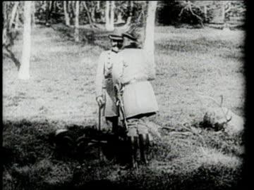 stockvideo's en b-roll-footage met kaiser wilhelm ii and archduke franz ferdinand talk with one another in a field. - democratie