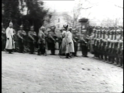 Kaiser Wilhelm II talks to soldiers standing at attention