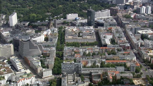 vídeos y material grabado en eventos de stock de iglesia memorial kaiser wilhelm - vista aérea - berlin, berlín, stadt, alemania - iglesia conmemorativa del emperador guillermo