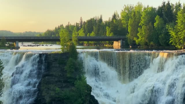 カカベカフォールズ州立公園、オンタリオ州、カナダ - カナダ オンタリオ州点の映像素材/bロール