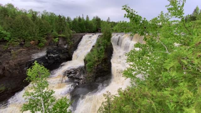 vídeos de stock e filmes b-roll de kakabeka falls provincial park, ontario, canada - norte