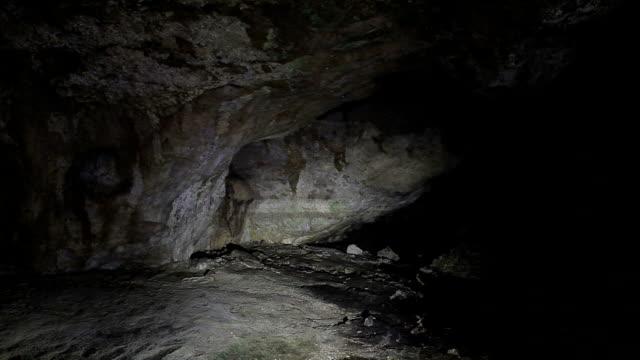 hd: kaklik cave, denizli, turkey - grotto cave stock videos and b-roll footage
