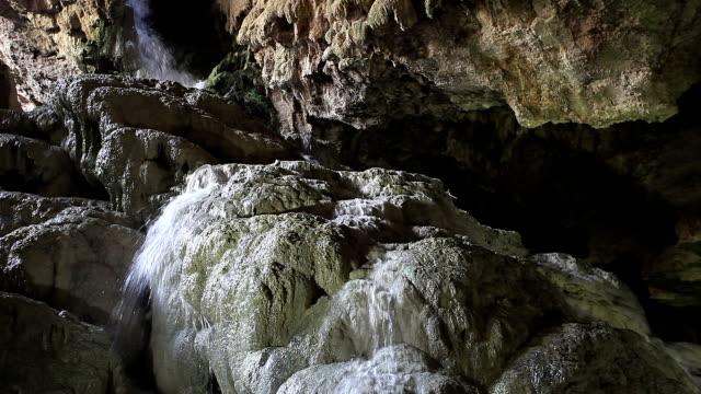 vídeos de stock, filmes e b-roll de hd: kaklik cave, denizli, turquia - grotto cave