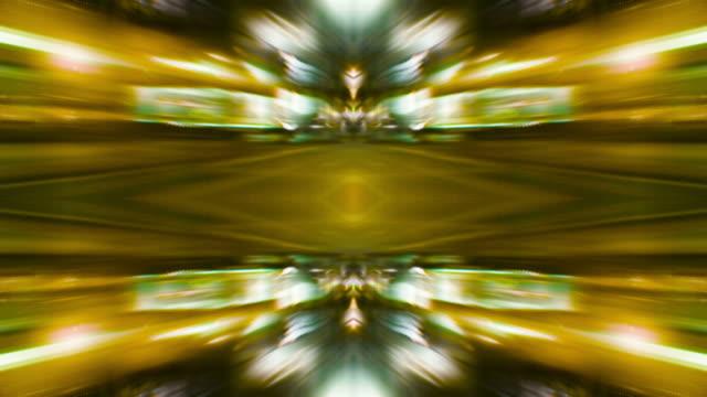vídeos de stock, filmes e b-roll de kaleidoscopic city street lights (video loop). - rombo