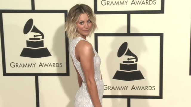 stockvideo's en b-roll-footage met kaley cuoco at 58th annual grammy awards® arrivals at staples center on february 15 2016 in los angeles california - 58e grammy awards