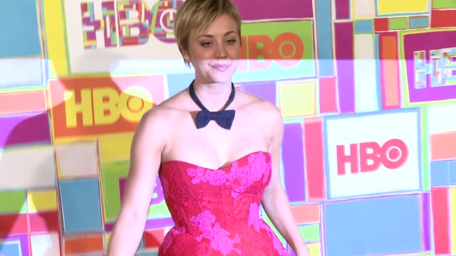 vídeos y material grabado en eventos de stock de kaley cuoco at hbo's official 2014 emmy after party at the plaza at the pacific design center on august 25 2014 in los angeles california - premios emmy