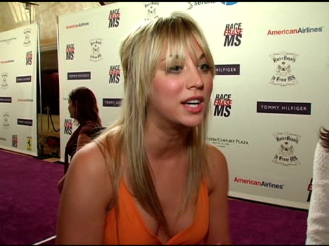 kaley cuoco on hosting the view this past week, maybe wanting to host a show in the very distant future and loving to gossip, on walking in her very... - レーストゥイレースms点の映像素材/bロール