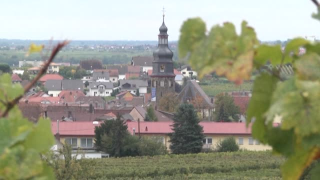 vídeos de stock e filmes b-roll de kallstadt is the tiny winegrowing town in germany's southwest where trump's paternal grandparents grew up across the road from one another in humble... - southwest usa