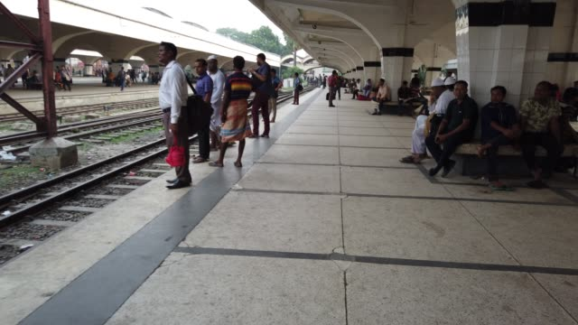 kamalapur railway station is the central railway station in dhaka, bangladesh.station acts as a crucial point for livelihood for many under... - bahnreisender stock-videos und b-roll-filmmaterial