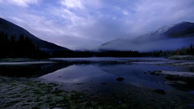 vídeos y material grabado en eventos de stock de río kanas niebla de la mañana - paisaje mosaico