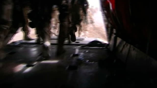 vídeos de stock e filmes b-roll de kandahar ext helicopter on runway at kandahar airfield various of british paratroopers waiting to board helicopters various of british soldiers in... - kandahar
