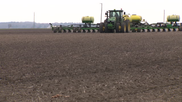 kane country, il, u.s. - large tractors tilling field in kane county, illinois, on thursday, april 23, 2020. - till stock videos & royalty-free footage