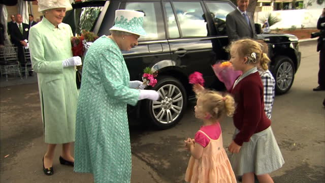 vídeos de stock, filmes e b-roll de kangaroo stew was on the menu for the queen in perth as she visited a college for aboriginal children the monarch opened a new boarding facility for... - marsupial