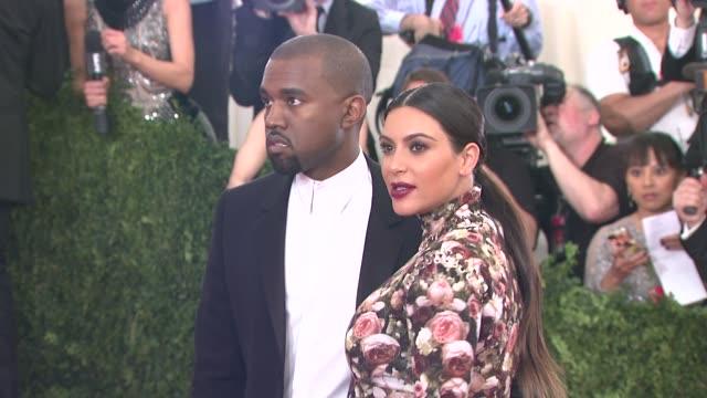 kanye west and kim kardashian at punk chaos to couture costume institute gala at metropolitan museum of art on may 06 2013 in new york new york - 2013 bildbanksvideor och videomaterial från bakom kulisserna