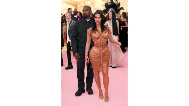 vídeos y material grabado en eventos de stock de kanye west and kim kardashian attend the 2019 met gala celebrating camp notes on fashion at metropolitan museum of art on may 06 2019 in new york city - formato de archivo gif